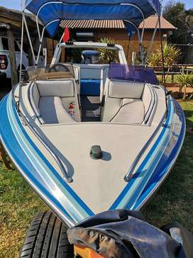 Swift speedboat with a 140 Yamaha two stroke engin