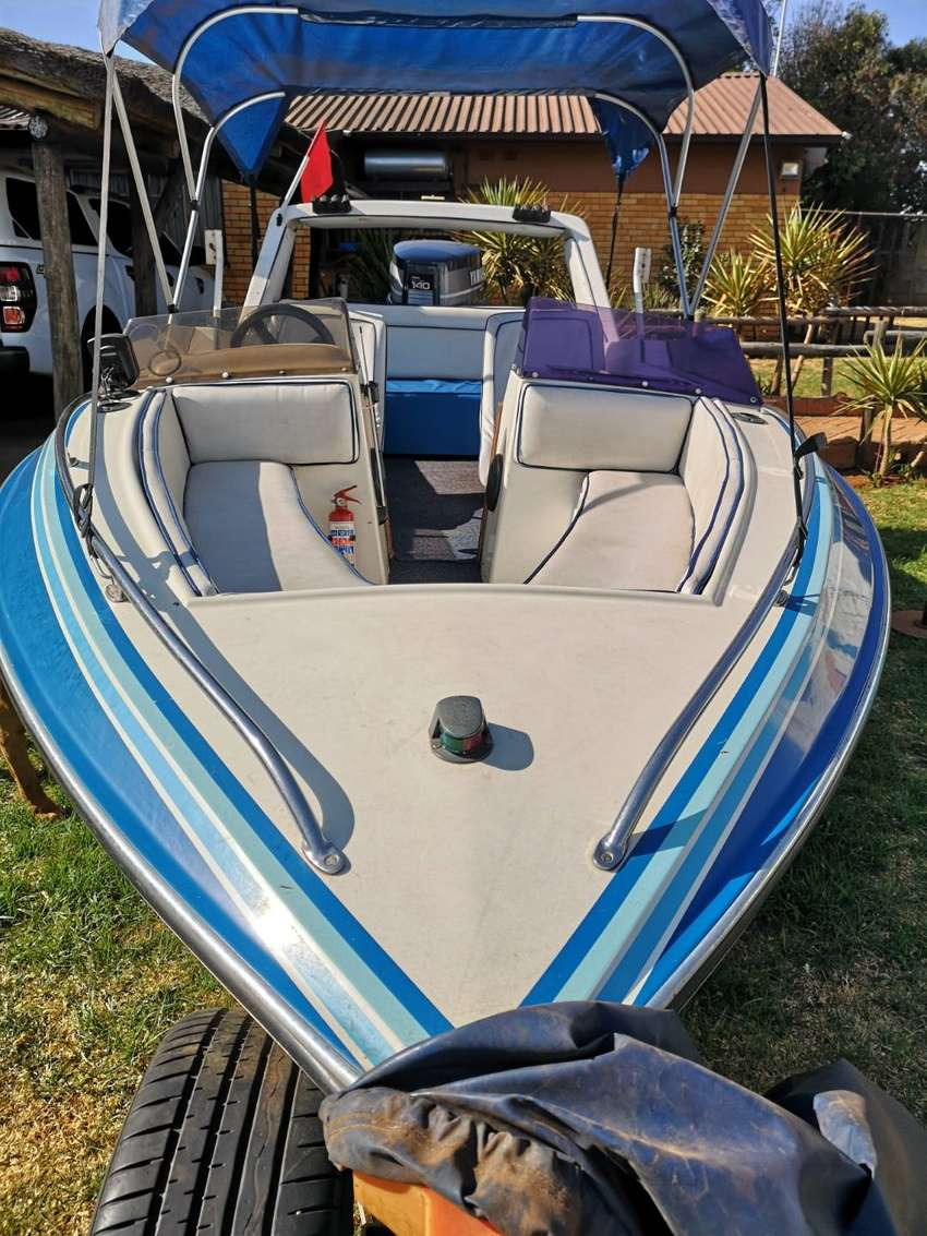 Swift speedboat with a 140 Yamaha two stroke engin 0