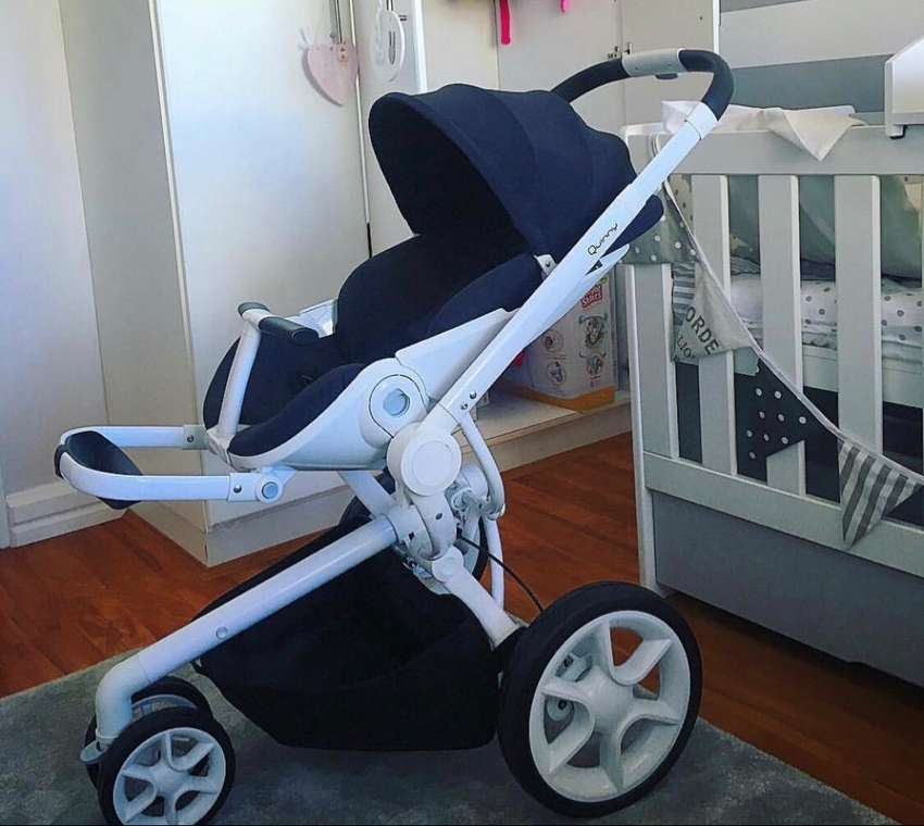 Quinny Mood Stroller with car seat carrier 0