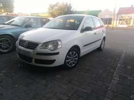 Polo 1.6 low km service book spare key aircon electric windows