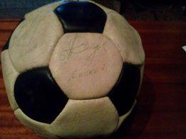 футбольный мяч с подписями игроков ФК Шахтер на технику apple.