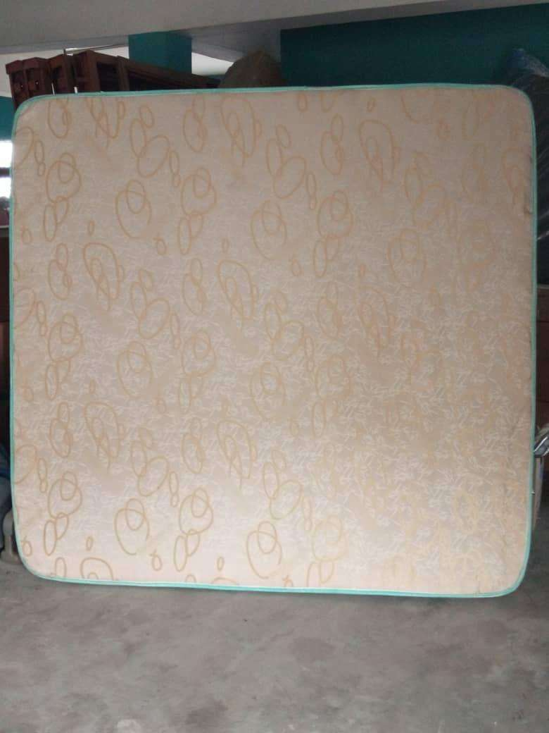 """Used Sarafoam Mattress (6 months) 6ft by 6ft by 8"""" 0"""