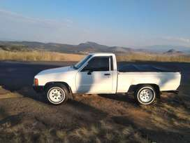 Toyota Hilux SWB (Hibs) with a 4y engine selling it as is