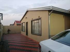2 Room for rent with shower and toilet in Katlehong Siluma