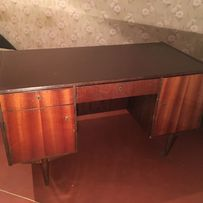 стол письменный устойчивый в хорошем состоянии