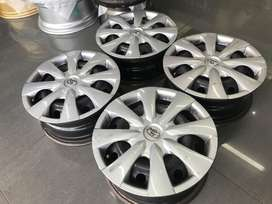Toyota Quest / Professional 15 inch rims with wheelcaps!!