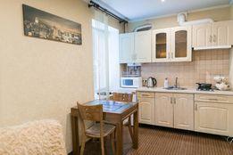 Сдам 2-х комнат.квартиру посуточно в цетре г.Луганска площадь ВОВ