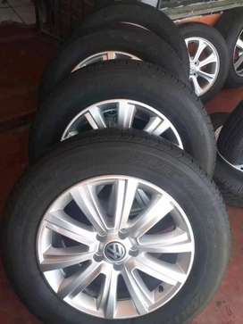 Amarok original alloy mags size 18 set with tyres still in good