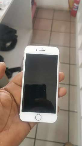 I'M selling clean fresh I phone 7
