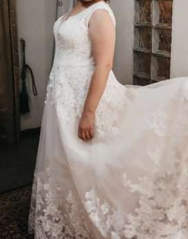 Viola Chan Wedding dress