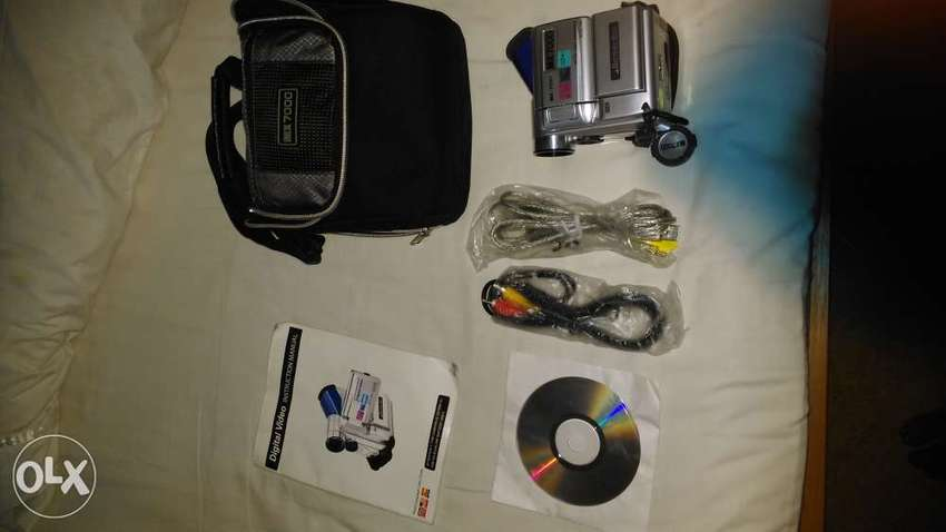 Brand new video camera with all the accessories for sale 0