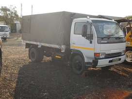 2011 NISSAN UD40 TRUCK WHITE
