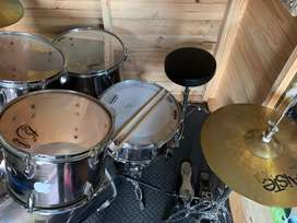 TAMA Imperialstar 5-piece Drum kit with a Gibraltar 6700 series pedal