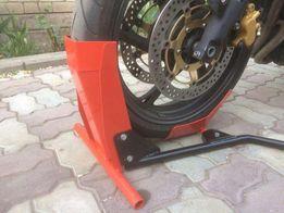 Колесный упор-фиксатор для парковки мотоцикла