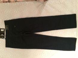 Новые, черные, утепленные джинсы для мальчика YUNIOR ARMANI, р. 176