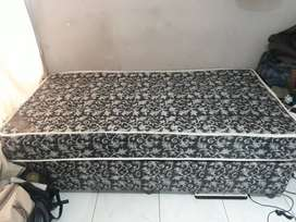 SELLING SINGLE BED