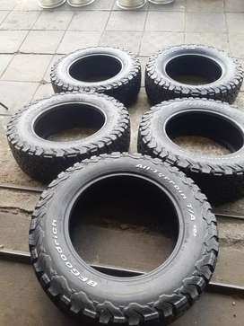 A set of 265/65/18 bfgoodrich ko2 brand new and 1 fairly used for spar