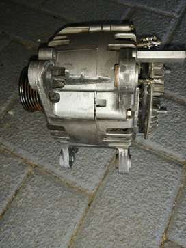 Air conditioning pump and alternator for VW Caddi 1.6i