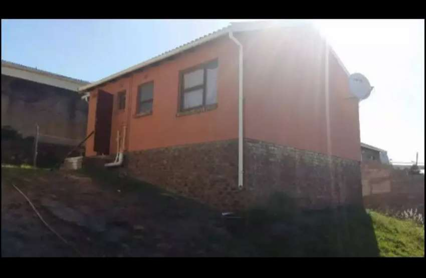 3 bedrooms 2 bathrooms kitchen and sitting room