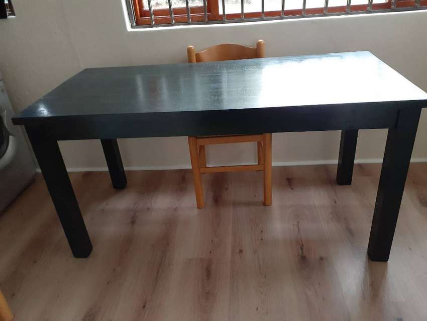 SOLID PINE TABLE 0