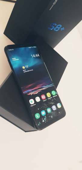 Samsung Galaxy S8 PLUS 64GB LTE with Extras