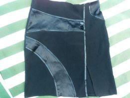 Чёрная юбка с разрезом