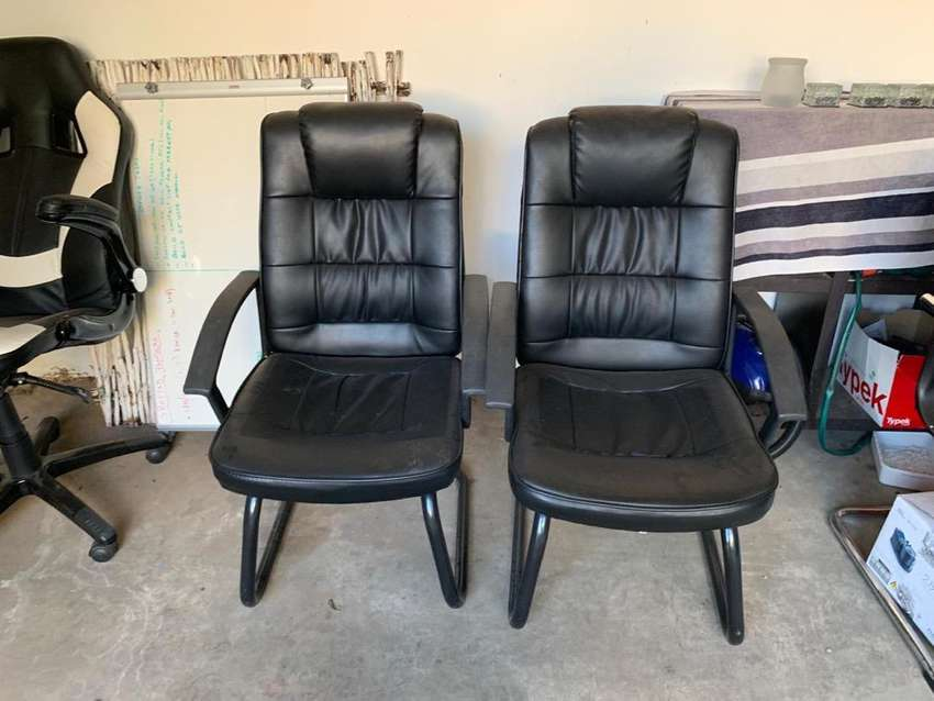 3x office chairs - great condition 0