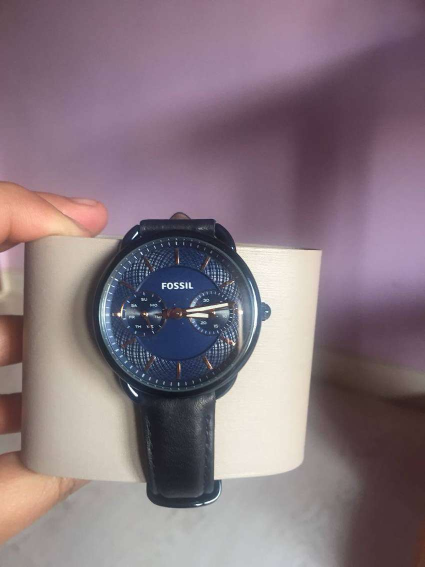 Fossil watch valued at 3000 0
