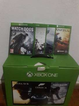 Xbox One with 1 controller and 4 games