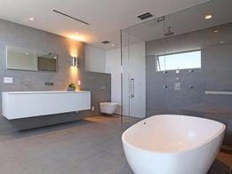 Ремонт ванной комнаты, укладка плитки. Полотенцесушитель в подарок