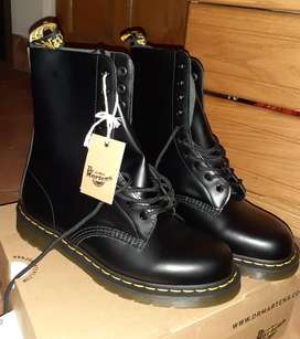 Brand new men's Dr Martens boots for sale