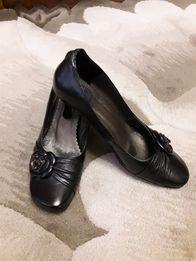 Кожаные туфли 39 размера