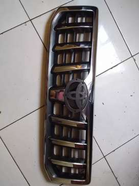 Toyota land cruise grille