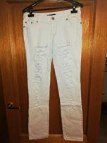 Białe jeansy damskie - rozm L - przedarcia na nogawkach