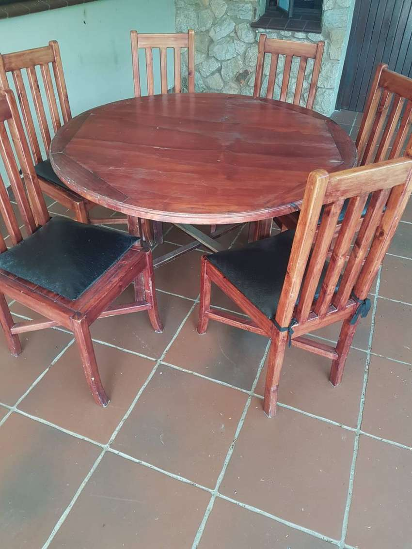 6 CHAIRS AND ROUND TABLE