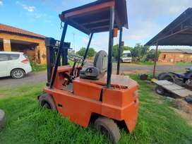 I'm selling a 3.5 ton fork lift