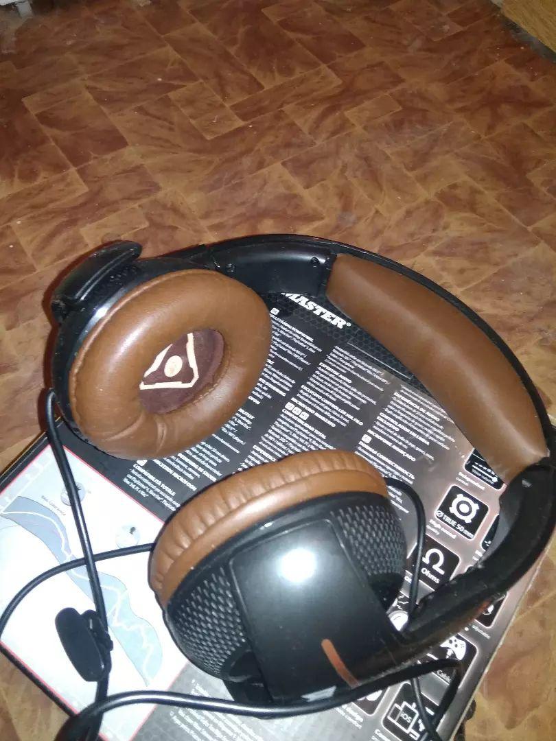 Herní sluchátka Thrustmaster 300CPX Doom Edition 0