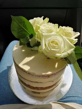 Decorative cakes, cupcakes, macaroons and cake pops made to order
