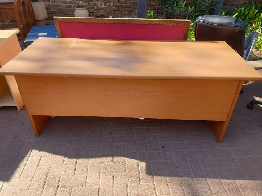 Variety of office tables and chairs for sale 0