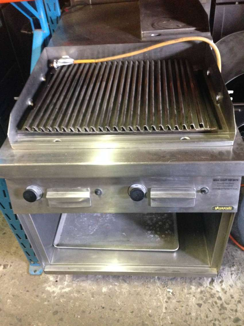Gas grill with 2 igniters 0