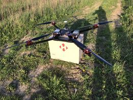 Грузовий дрон, коптер, вантажний квадрокоптер