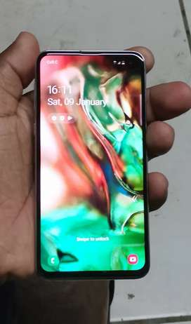 I'm selling my sumsung s10E