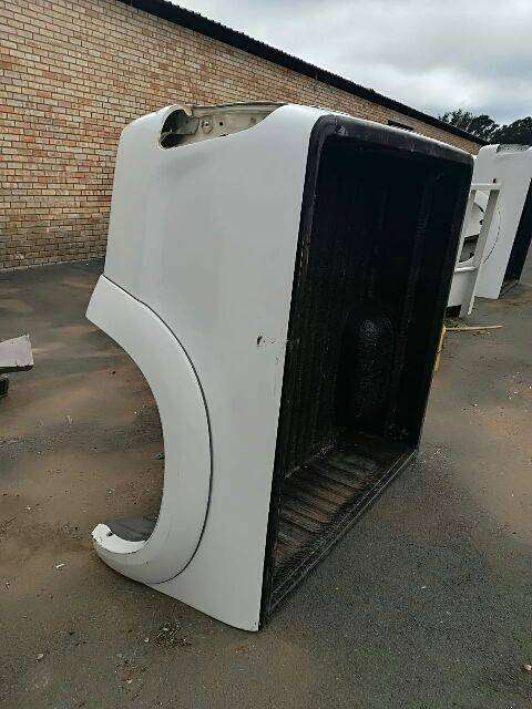 Toyota hilux loading White and grey loading bins 0