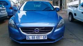2015 MODEL VOLVO V40 DIESEL ESSENTIAL