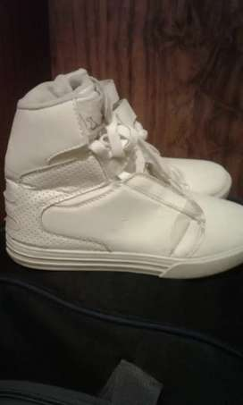 Hi guys selling my high top supra takkie was not used in a long time