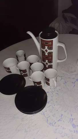 Selling a set teapot sources and cups and sugar pot and milk jug