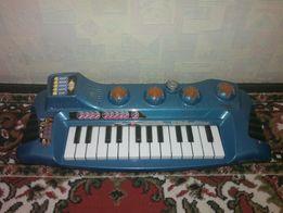 Детское пианино синтезатор (музыкальное). (Испания) на батарейках.