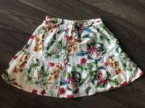 Nowa biała rozkloszowana spódnica w kwiaty z wiązaniem Stradivarius