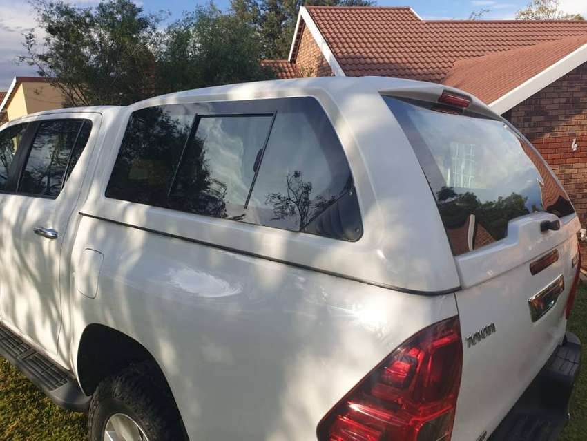Beekman exclusive canopy D/C Toyota Hilux GD6 0