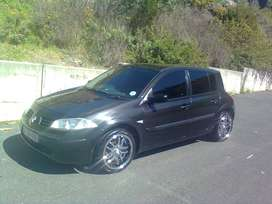 Renault megane black in colour..2004 model with 17inch rims